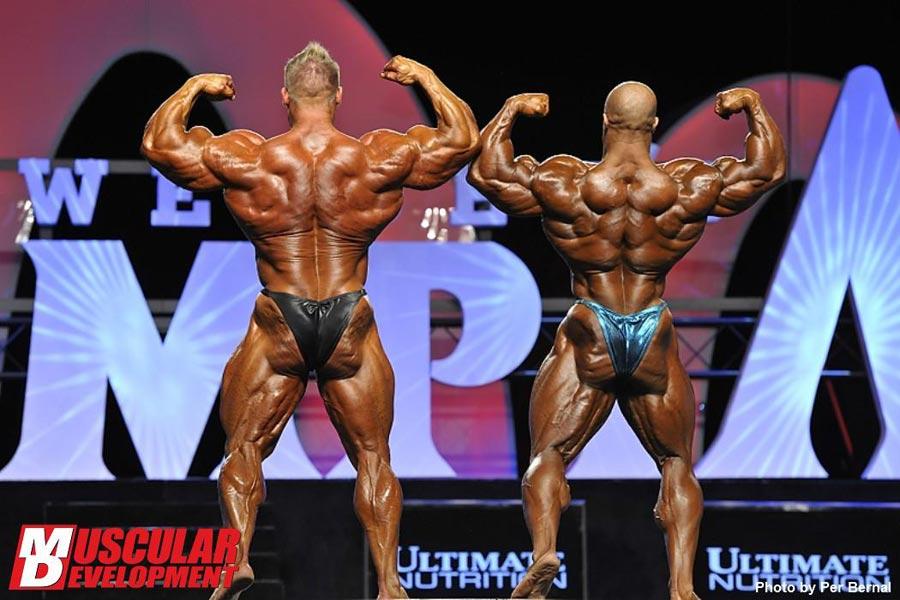 Mr. Olympia 2011 - Jay Cutler vs. Phil Heath - Doppelbiceps von hinten