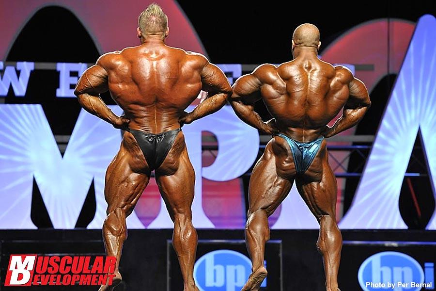 Mr. Olympia 2011 - Jay Cutler vs. Phil Heath - Latissimus von hinten