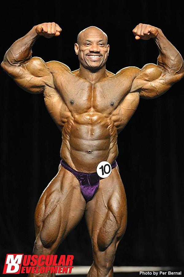 Mr. Olympia 2011 - Dexter Jackson - Doppelbiceps von vorne