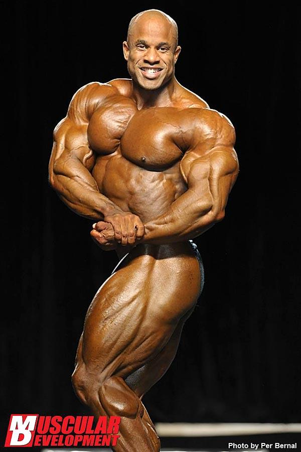 Mr. Olympia 2011 - Victor Martinez - seitliche Brustpose