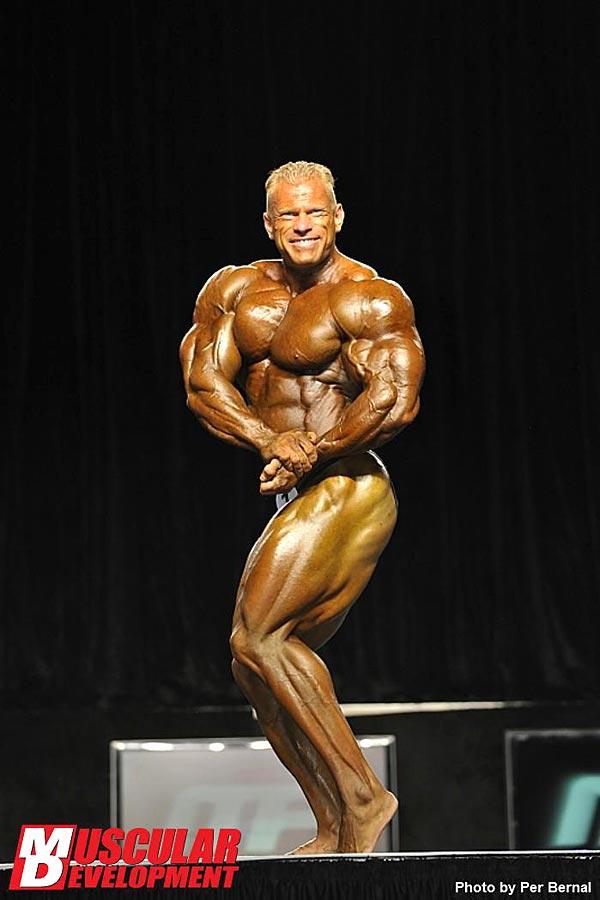 Mr. Olympia 2011 - Dennis Wolf - seitliche Brustpose